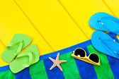 Beach towel on deck — Stockfoto