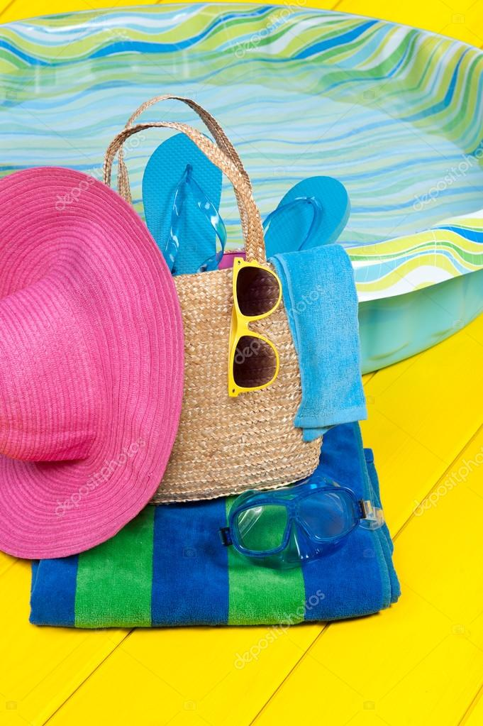 Piscina y accesorios foto de stock 12115285 depositphotos for Accesorios de piscina