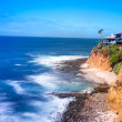 Cliffside home overlooking ocean — Stock Photo