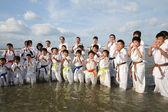 Formazione di karate in spiaggia — Foto Stock