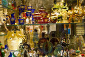 Showcase in the store with venetian glass — Stock Photo