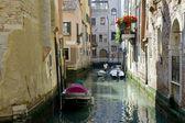 Calle en venecia — Foto de Stock
