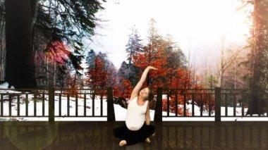 Gravid kvinna utövar vinter scen — Stockvideo
