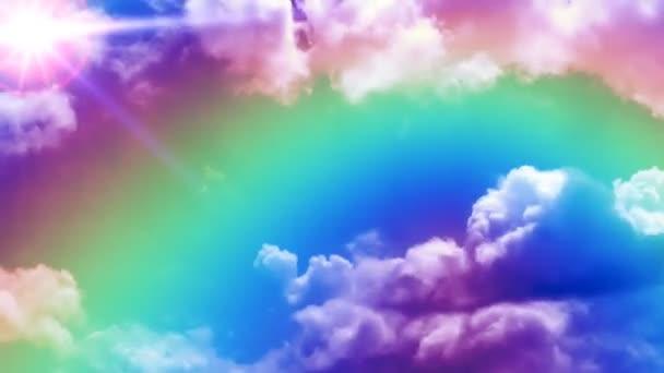 Arco iris en las nubes de lapso de tiempo con el sol en la esquina — Vídeo de stock