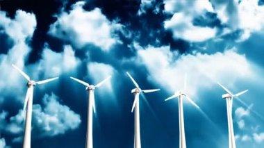 刃物の経過、雲に含まれるアルファ チャネルの風力タービン — ストックビデオ