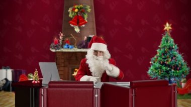 Santa Claus talking in a Christmas Room — Vídeo stock