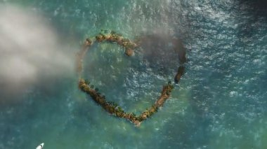 Heart shaped island and aircraft flying, travel background — Vídeo stock