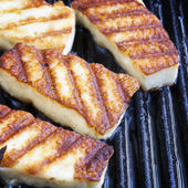 Grilling Halloumi Cheese — Stock Photo