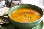 南瓜汤配辣椒粉和百里香 — 图库照片