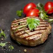 Grilled Steak with Herbs and Tomatoes — Stock Photo