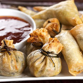 Fried Wontons with Chili Sauce — Stock Photo