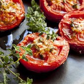 Roasted Tomatoes with Garlic and Thyme — Stock Photo