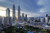 Petronas Towers Kuala Lumpur Skyline at Dusk — Stock Photo