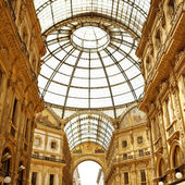 Milan Shopping Emanuele Vittorio II Galleria — Stock Photo