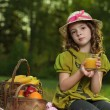 Girl with fruit in park — Stock fotografie