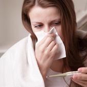 Lei soffre di un freddo — Foto Stock