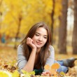 Beauty girl in autumn park — Stock Photo
