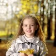 Happy children in autumn park — Stockfoto