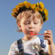 Little boy play bubbles outdoors — Stock Photo