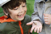 Children learn snail, focus on boy — Stock Photo