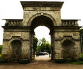 Ancient gate in an arch — Stock Photo