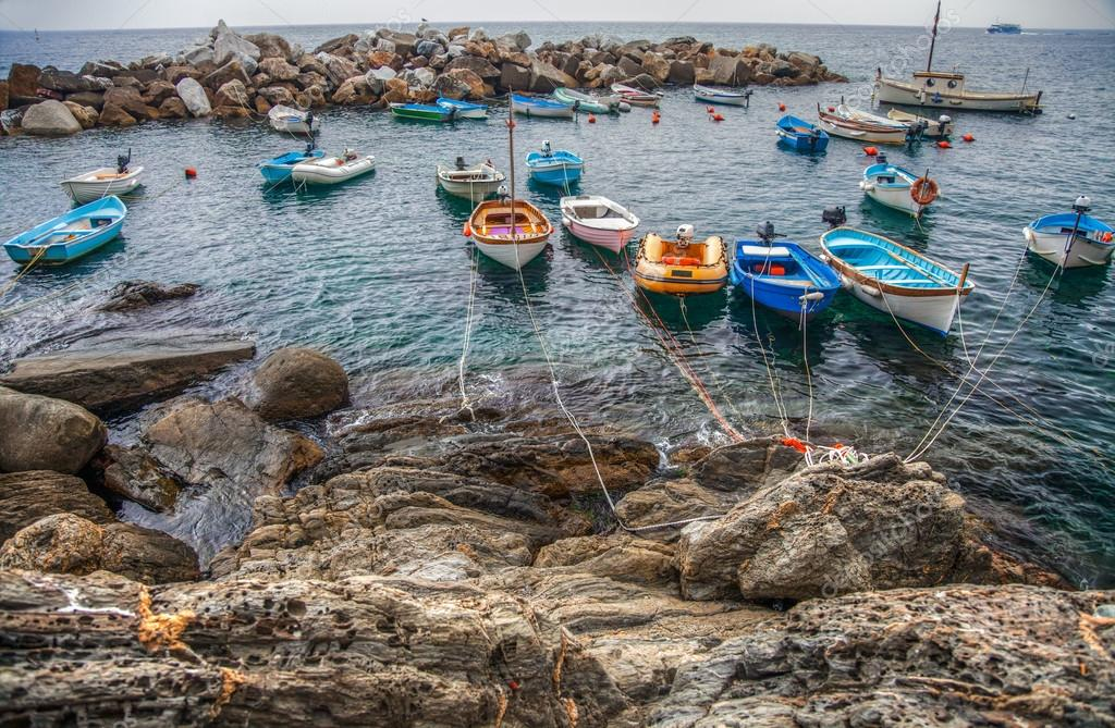 Small boats at Riomaggiore beach. Riomaggiore is one of the village of the famous Cinque Terre in Liguria, Italy — Stock Photo #14150060