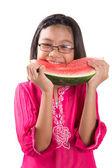 Holčička jíst meloun — Stock fotografie