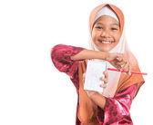 Młody Muzułmanin dziewczyna z notatnika — Zdjęcie stockowe