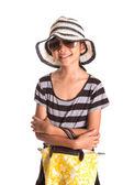 Chica joven con sombrero, gafas de sol y bolso — Foto de Stock