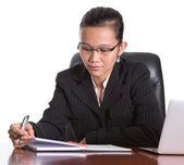 Asian Businesswoman At Her Office Desk — Stock fotografie