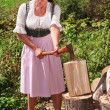 Farmer chopping wood — Stockfoto