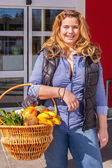 Beautiful woman shopping for groceries — Stock Photo