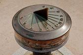 Solar clock showing time four o'clock — Stock Photo