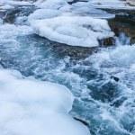 Rio de montanha no inverno — Foto Stock