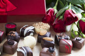 Chocolates and Red Roses — Zdjęcie stockowe