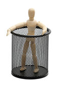 Hölzerne puppe in garbion käfig — Stockfoto