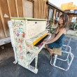 Playing piano outdoors. - Lizenzfreies Foto