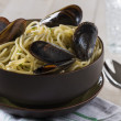 Linguine with mussels — Stock Photo #17651395