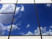 Reflexiones de cielo — Foto de Stock