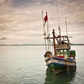 One thai fishing boat in the harbor in Siam Gulf near Pattaya Thailand — Stock Photo