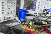 Repair faulty pulse source and checking — Stock Photo