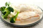 Pan seared halibut fillet with cream and lemon glaze, served with lemon rice and fresh vegetables — Stock Photo