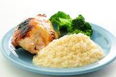 Petto di pollo bbq smaltata con risotto cremoso di miele — Foto Stock