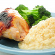 Honey glazed bbq chicken breast with creamy risotto — Stockfoto