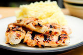 Bbq chicken tenders with mashed potatoes — Foto de Stock