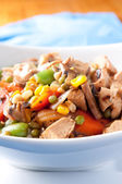 Chicken stir fry with farm fresh vegetables — Stock Photo