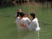 Israel Happy family after a baptism of the child in holy waters of the Jordan River — Stock Photo
