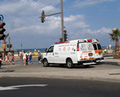 """Israel. Cars """"Emergency medical services"""" on the embankment of Tel Aviv — Stock Photo"""