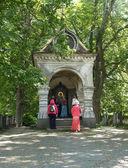 Peregrinos en una capilla del monasterio de valaam — Foto de Stock
