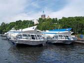 Motor ships on underwater wings at the mooring of the Valaam monastery — Stock Photo
